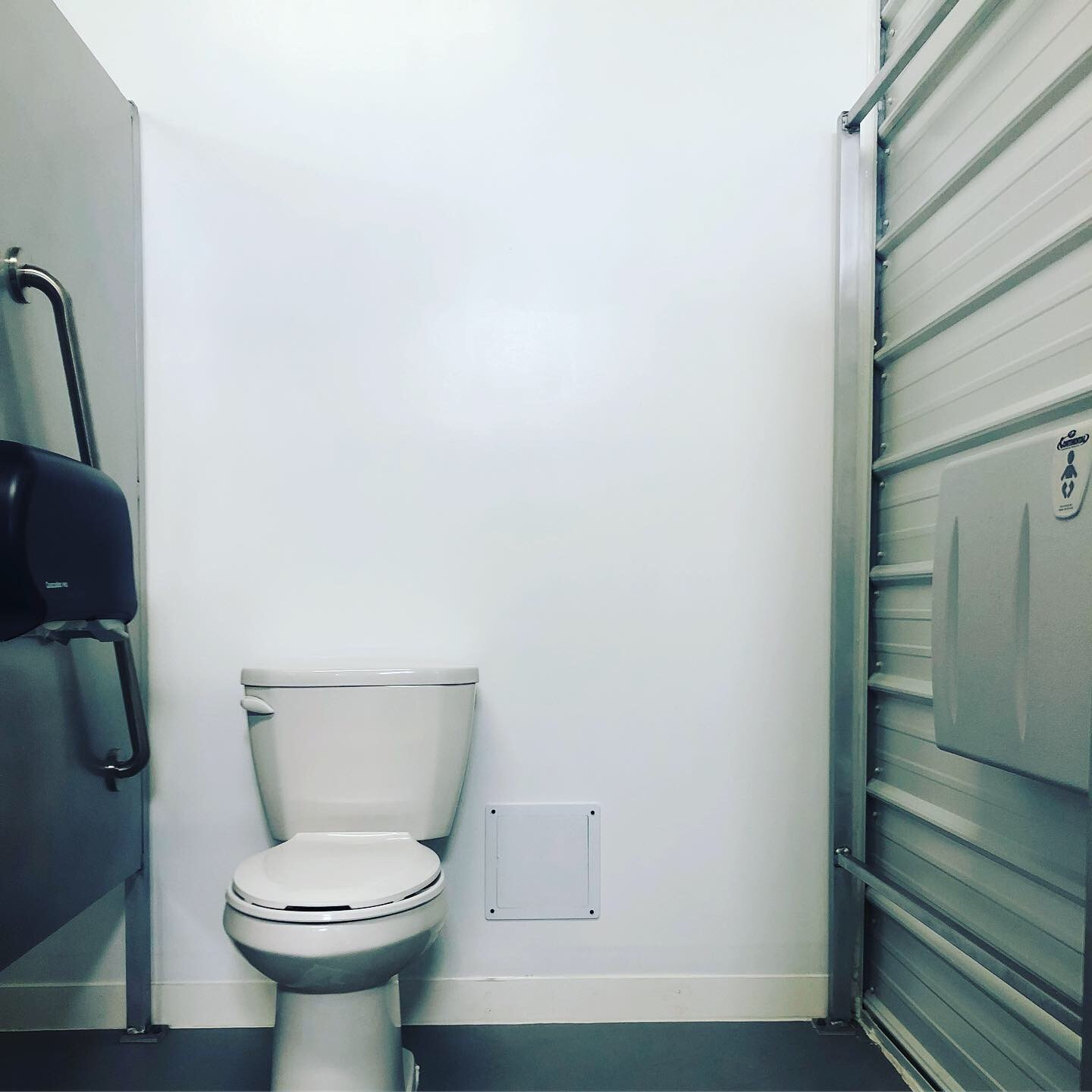 Accessible washroom stall